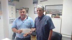 El presidente de La Junquera entregó el importe de la recaudación del torneo celebrado en La Junquera
